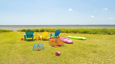 Waterfront, private beach, family gatherings,  5 bedrooms, bonfires and sunsets!