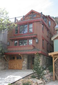 555 Woodside in the heart of Old Town. 4 story with custom elevator