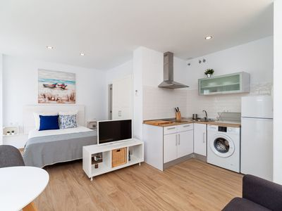 Photo for Central Studio Apartment Close to Beach with Rooftop Terrace & Air Conditioning