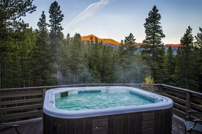 View Peaks 9 and 10 from your own Private Hot Tub!