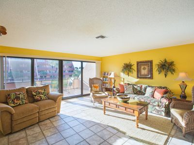 Photo for Relaxing, Spacious 3 Story Beachfront Condo