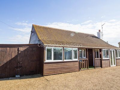 Photo for Lodge for hire for 6 in Hunstanton minutes from the beach ref 13000