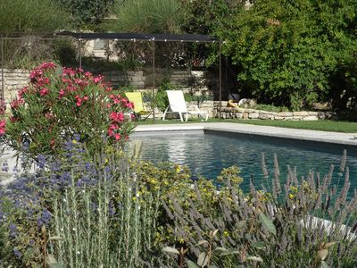 Photo for In the heart of the Grand Luberon, independent gite, beautiful swimming pool, calm