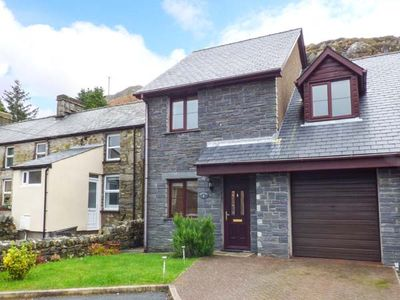 Photo for BWTHYN YR YSGOL, pet friendly, with a garden in Manod, Ref 929799
