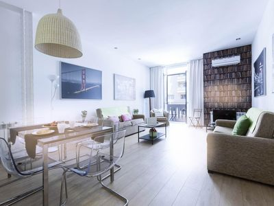 Photo for Gran Vía 6 apartment in Gran Via with WiFi, integrated air conditioning, balcony & lift.