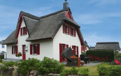 "Photo for Holiday house ""Ostseemuschel"" under thatch, free WiFi, fireplace, beach chair"
