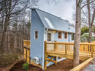 The Parkwood Tree House - a Funky, Adorable Getaway Near Asheville!