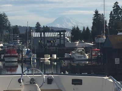 3 Bedroom 6 bed Houseboat For Rent In Beautiful Downtown Gig Harbor.