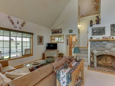 Photo for Spacious deck with private hot tub, one mile from Village! Free SHARC access!