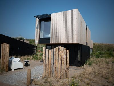 Photo for Spacious, modern lodge with two bathrooms, 100m from the sea
