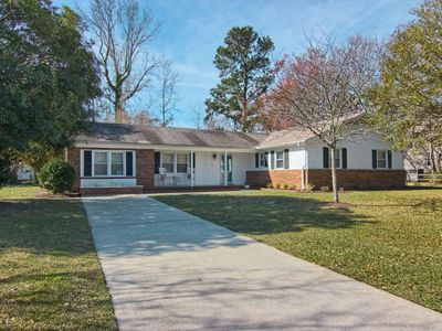 Photo for Large, renovated, family friendly home in great location