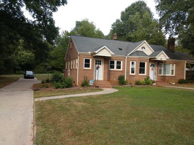 Photo for Completely renovated single family home with new furnishings.