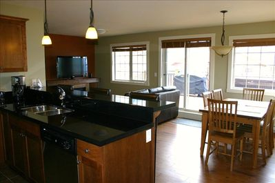 Granite counters, stainless steel appliances, 46' HDTV, leather couch