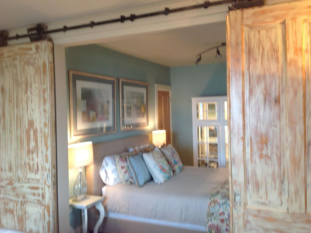 2 Level 2 Bedroom 2 Bath Filled With Windo Vrbo
