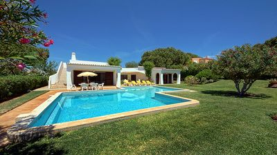 Photo for Taryn - 3 bedroom villa with pool and garden, short drive from Vilamoura Marina