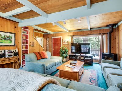 Photo for Dog-friendly cabin with private hot tub near Camp Richardson marina.