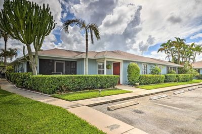 This cozy casa is ideally situated only 4 miles from the beach.
