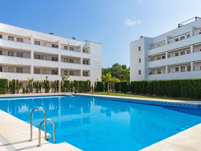 Photo for Beautiful apartment for 4 people with WIFI, pool, A/C, TV and parking