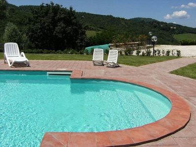 Photo for Apartment in Tuscan farmhouse in the Chianti with pool and garden near golf