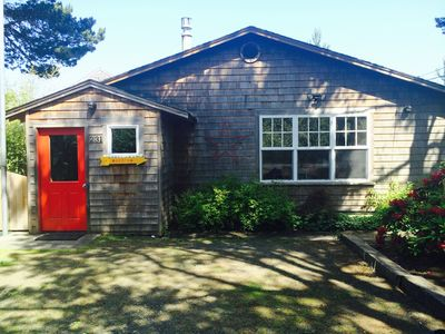Photo for Charming Gearhart cottage, just 1.5 blocks from the beach access path