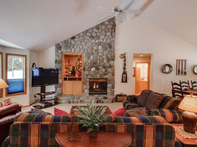 Photo for Spacious single-level home w/ private hot tub, 2 master suites, 10 SHARC passes!