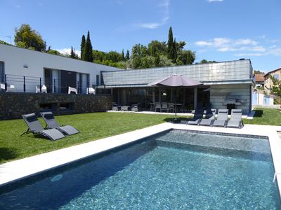 Photo for Contemporary Villa with swimming pool in calm, 10 min of Cannes, 5 min of the A8