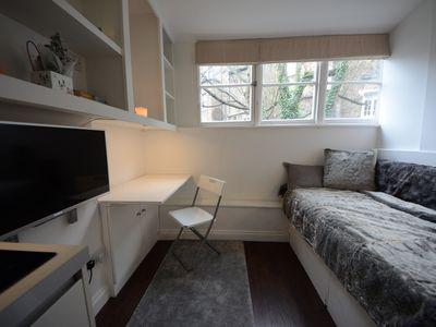 Photo for Compact Pimlico Home