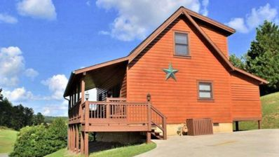 Photo for Perfect Location! 1 mile from Parkway 2bd 2ba Sleeps 10