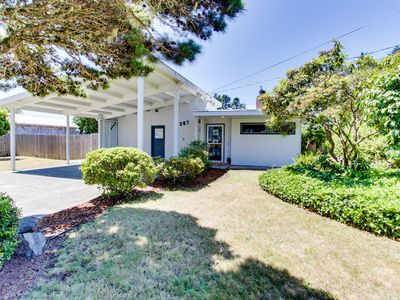 Photo for Cute coastal cottage w/private patio & giant yard - walk to old town & the river
