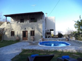 Photo for Rural Spacious Villa with Pool at Central Crete