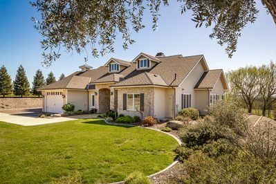 5000 sf ranch style home with all the finer details.