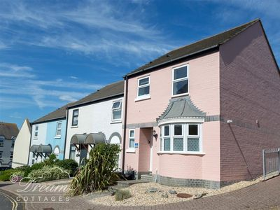 Photo for MERMAID HOUSE, pet friendly, with a garden in Weymouth, Ref 994400