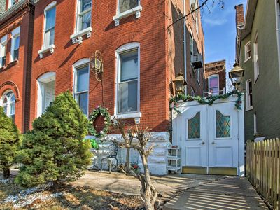 Photo for Cozy St. Louis Apartment- Walk to Cherokee Street!