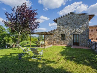 Photo for Nice apartment with WIFI, pool, TV, pets allowed and parking, close to Greve In Chianti