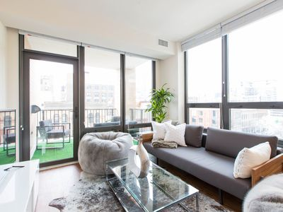 Photo for Walk to the Mag Mile from this Chic Retreat! Located in the Heart of River North