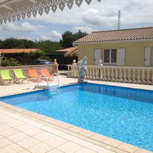 Photo for Gîte on property with swimming pool, near the beaches and vineyards of the Médoc