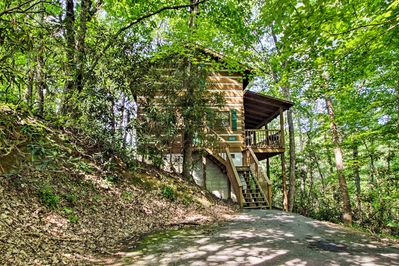 The property features a secluded location tucked away in a woodland paradise.
