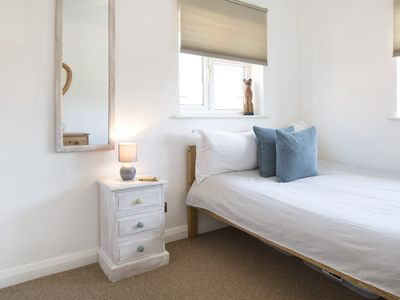 Photo for Sleep & Stay Oxford - Cosy flat with parking