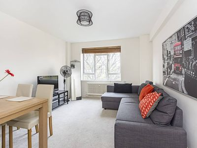 Photo for Tintern house, Ap 27 · Cozy 1 Bedroom Flat Near Ecclestone Square Park