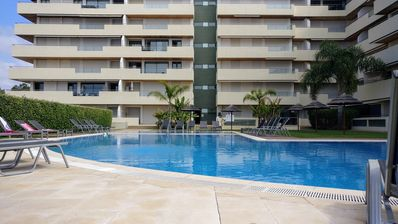Photo for Perfect central location, Marina, beach, golf, free wi-fi, water sports