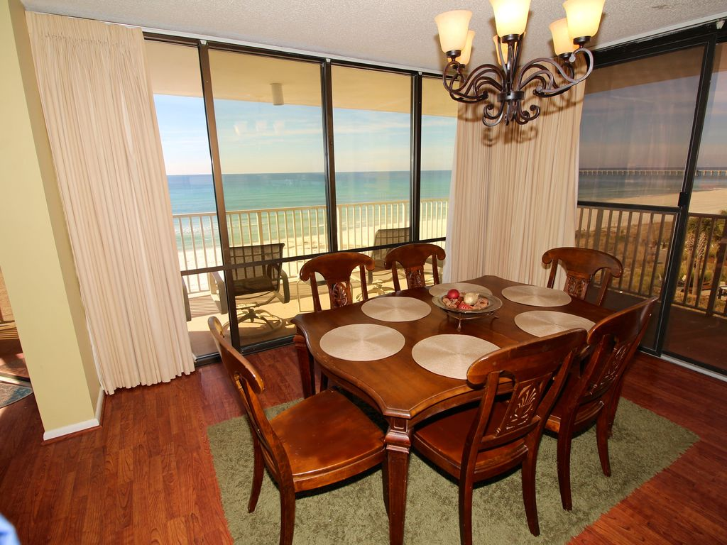 Dining room front view - Dining Room And Floor To Ceiling View Of The Ocean On All Sides