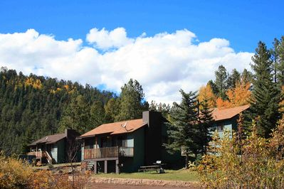 Cabin 4 (center), Cabin 1 (on left) & Cabin 5 (behind on right) at Antler Ridge