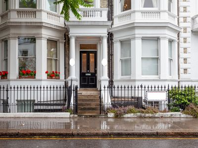 Photo for 6Bed Victorian House w/ Rooftop Terrace, S Kensington
