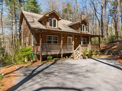 Photo for Wooded Sapphire Valley location/ Screened porch, Grilling deck, Firepit close in