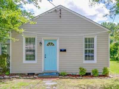 Photo for Enchanting cottage for extended stays in Richmond