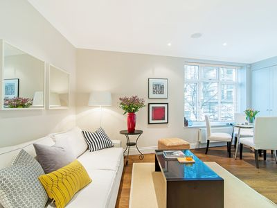 Photo for White Hill House 1 - Spacious and Very Close to the Tube