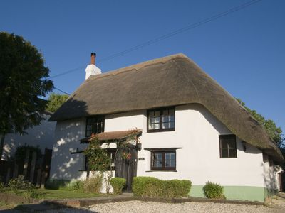 Photo for Lovely cottage & garden.  5 min drive from Paultons Park, home of Peppa Pig