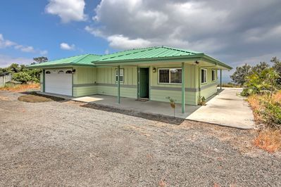 The property is within close proximity from beaches, hiking and shopping.