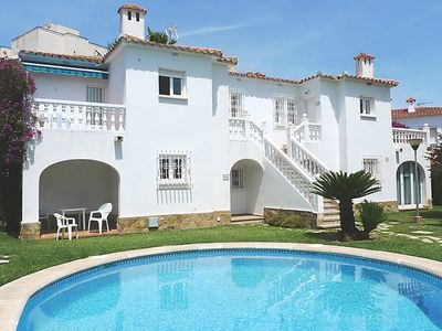 Photo for Apartment Club Sevilla in Oliva - 4 persons, 2 bedrooms