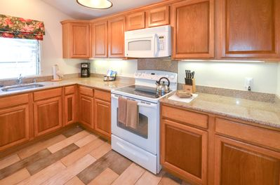 Spacious Fully Equipped Kitchen (All Appliances - Toaster, Blender, Coffee)